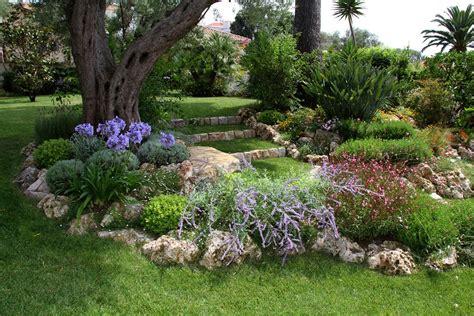 Superbe Creer Un Jardin Mediterraneen #2: Marches-engazonnees-banc-26.jpg