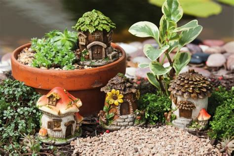 Backyard Chirper by Evergreen Enterprises Mini House Statues Set Of 4