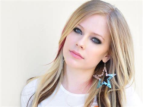Avril Lavigne Now The Most Dangerous