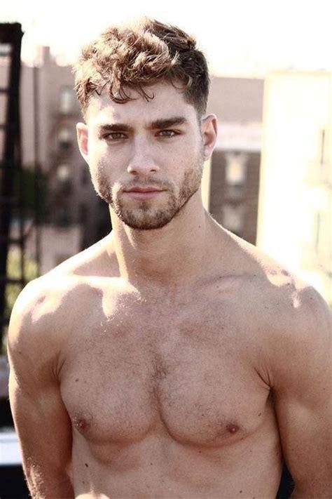 imagenes de fitness hombres las fotos de hombres guapos con barba cuidada corta