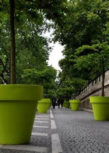 tree planters that look like plant pots thats