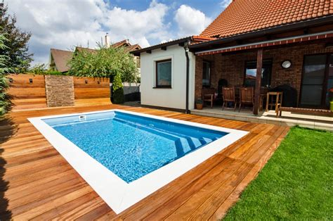 how much does it cost to build an outdoor swimming pool