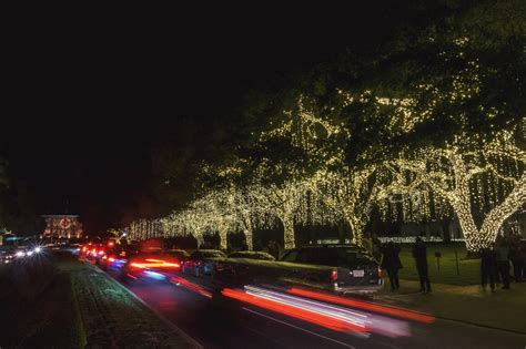 river oaks lights merry and bright in houston s river oaks monthly