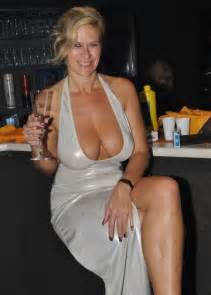busty mature woman takes in this homemade