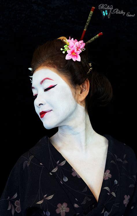 Eyeliner Kimono geisha makeup history mugeek vidalondon