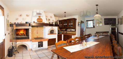 camino in cucina cucina rustica con forno a legna au11 pineglen con cucina
