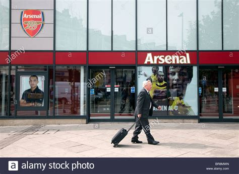 arsenal store arsenal fc shop in finsbury park north london stock photo