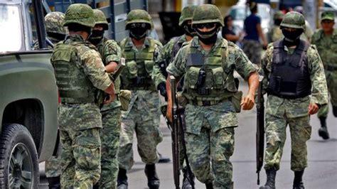 armas y uniformes de malestar en militares de m 233 xico porque con nuevo reglamento de la issfam les quitan derechos