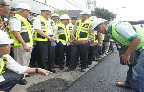 Plastik Untuk Pengecoran Jalan pemanfaatan limbah plastik untuk pembangunan jalan beritasatu