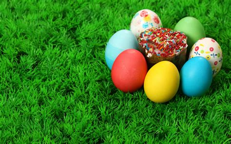 colorful easter wallpaper download the easter egg cupcake wallpaper easter egg