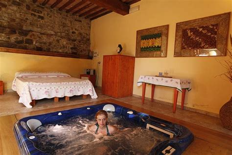 suite con vasca idromassaggio in toscana soggiorno con vasca idromassaggio in hotel con