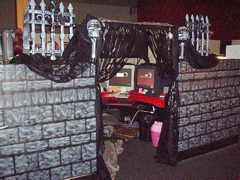 halloween themes at work best 25 halloween cubicle ideas on pinterest halloween