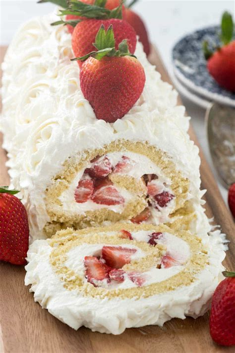 roll roll strawberry whipped cream cake roll