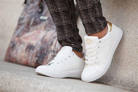 imagenes zapatillas blancas limpiar zapatillas blancas facilisimo com