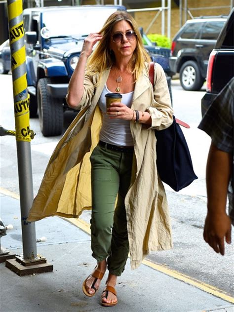 Aniston To Adopt by Aniston Decided To Adopt A Child News