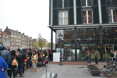 buy anne frank house tickets online the line outside of the anne frank house waiting to buy tickets picture of anne