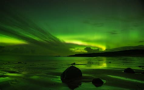 lights northern beaches northern lights in pictures borealis lights up