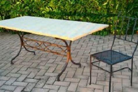 tavoli in pietra da esterno tavolo in marmo esterno