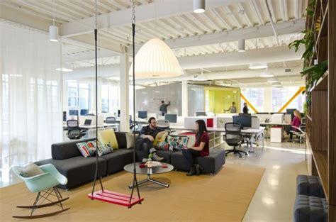 pixar office lounge and wall of art interior design ideas fine modernas oficinas