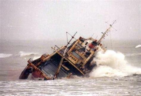 pelicula de un barco que se hunde titanic con final feliz rescatan a marineros de un barco