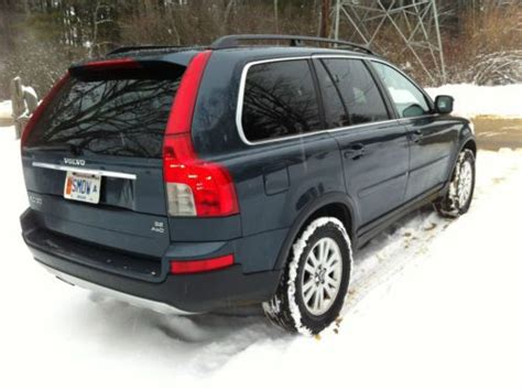 sell   volvo xc  awd suv remarkable shape    north brookfield