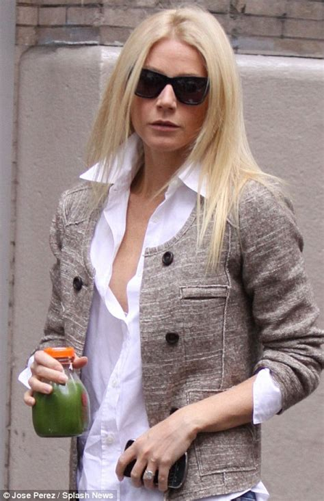 Gwyneth Paltrow Detox by What S That Goop Gwyneth Paltrow Carries An Unappetising