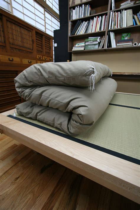 Japanese Floor Futon by Japanese Futon And Tatami An Alternative To Western Mattress Better For Your Back