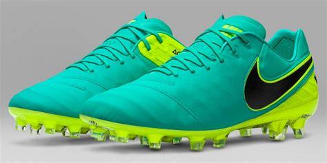 Sepatu Bola Adidas Boots Terlaris Terbaik Harga Produsen Murah 8 sepatu bola paling keren cowok wajib punya nih