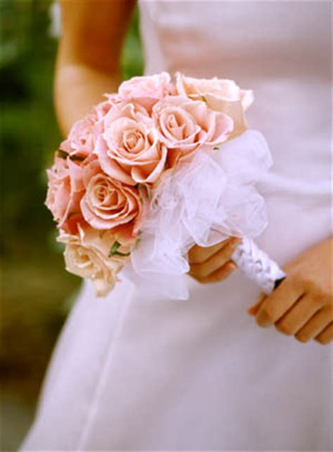 Handle Handbouqet tulle wrapped wedding bouquets to make a ribbon wrapped handle center the ribbon underneath