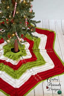cable christmas skirt ravelry classic cable tree skirt pattern by kate wagstaff