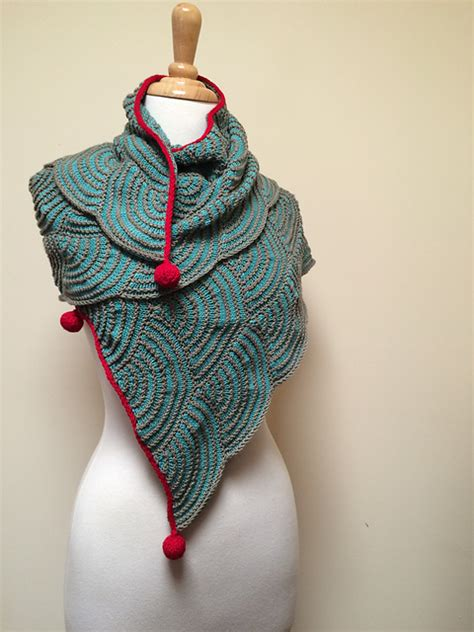 what pattern or shape is uluru uluru shawl collection pattern by sue grandfield moda