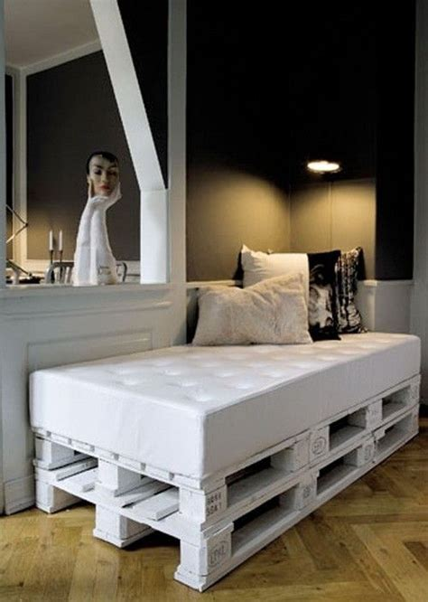 pallet day bed look a shipping pallet daybed