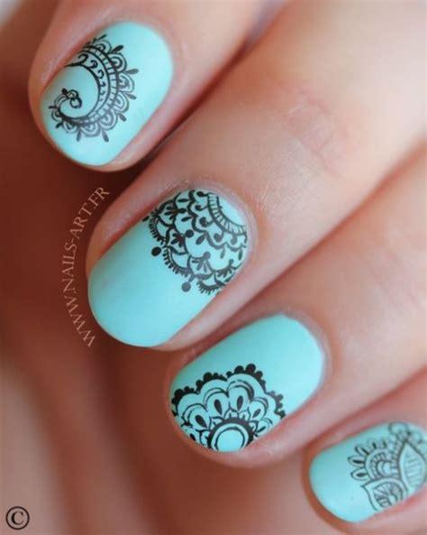 imagenes de uñas naturales decoradas con esmalte u 241 as naturales azules dise 241 o a mano u 241 as pinterest
