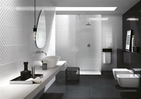 Formidable Salle De Bain Noir Et Blanche #1: salle-de-bain-blanche-et-noire-carrelage-mural-noir-blanc-miroir-design-douche-italienne.jpg