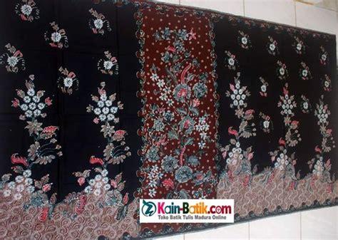 Sarung Kantong Bahan Kain Warna Coklat Motif Kotak Kembang Silver sarung batik tumpal warna dasar hitam tumpal coklat motif batik madura dalam bentuk sarung