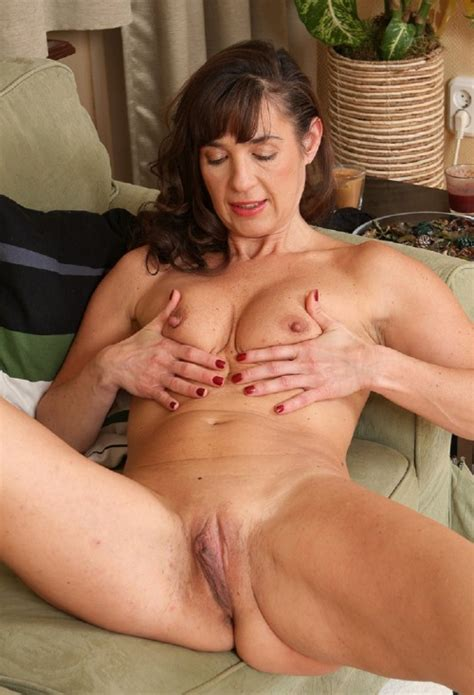 Mature Leah All Over Nude