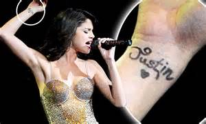 tattoo de justin bieber selena gomez tattoo on her wrist is a tribute to boyfriend