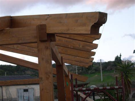 come montare una tettoia in legno tettoia in legno coperture in legno lamellare