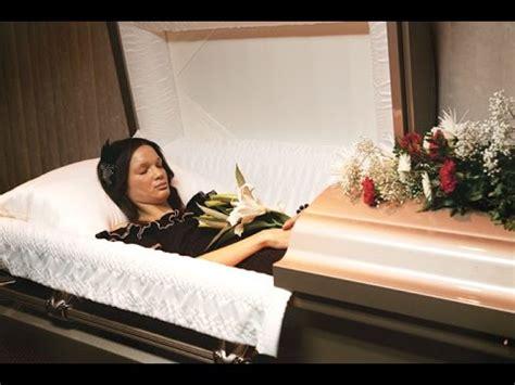 dead celebrities in open caskets dead body