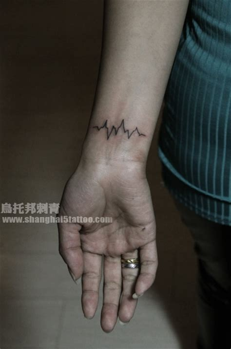 ekg tattoo on wrist ekg pulse tattoo tatoo pinterest ekg tattoo