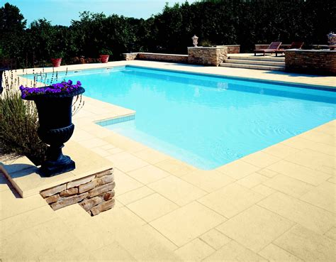 pavimento bordo piscina pavimento in lastre per piscina serie florence by pierra