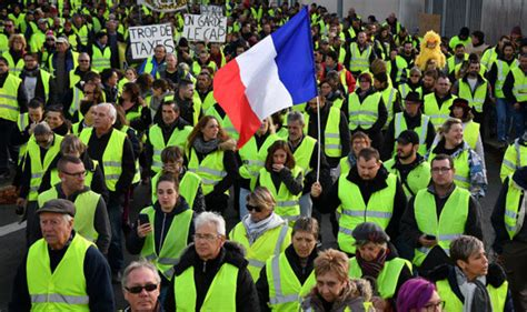 emmanuel macron yellow vests macron news protests grow as yellow vests call for