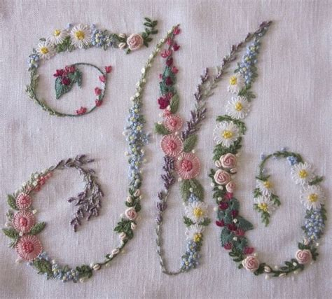 ricami fiori 1000 ideas about embroidery flowers on