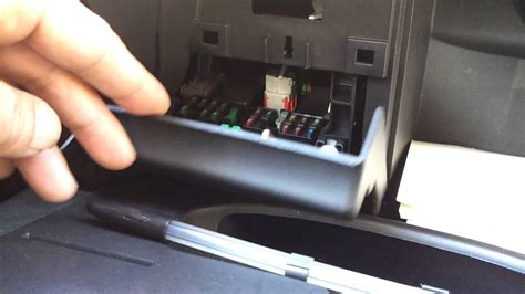 where is the fuse box in a peugeot 307 01 07 dash