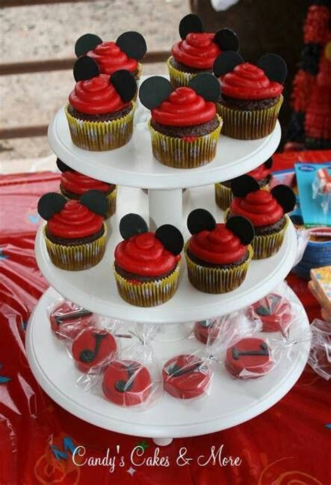 como decorar cupcakes de mickey mouse 1000 images about mickey mouse cupcakes i m gonna do