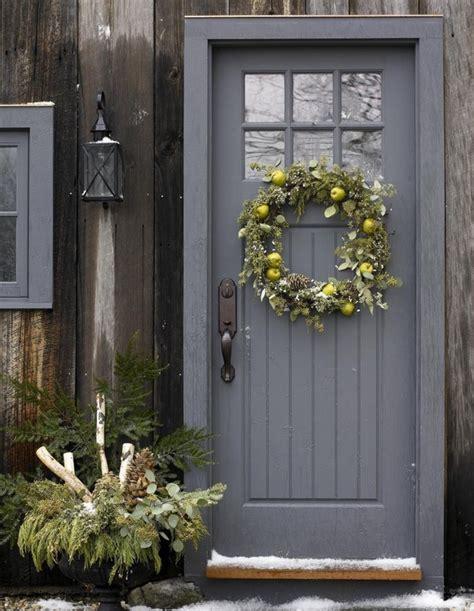 hang  wreath   front   craftsman door quora
