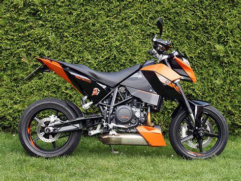 2009 Ktm 690 Duke Review 2014 Ktm 690 Duke R Review Total Motorcycle Html Autos