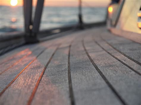 teak decks pros and cons - Deck Boat Pros And Cons