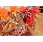 Un Juerguista De La Escuela Samba Tom Maior Realiza Durante