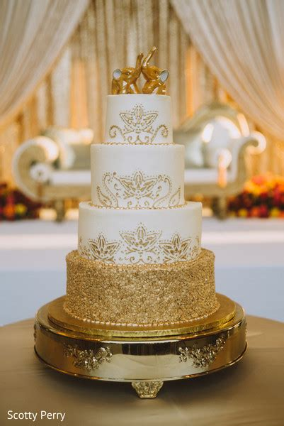 exquisite indian wedding cake design photo